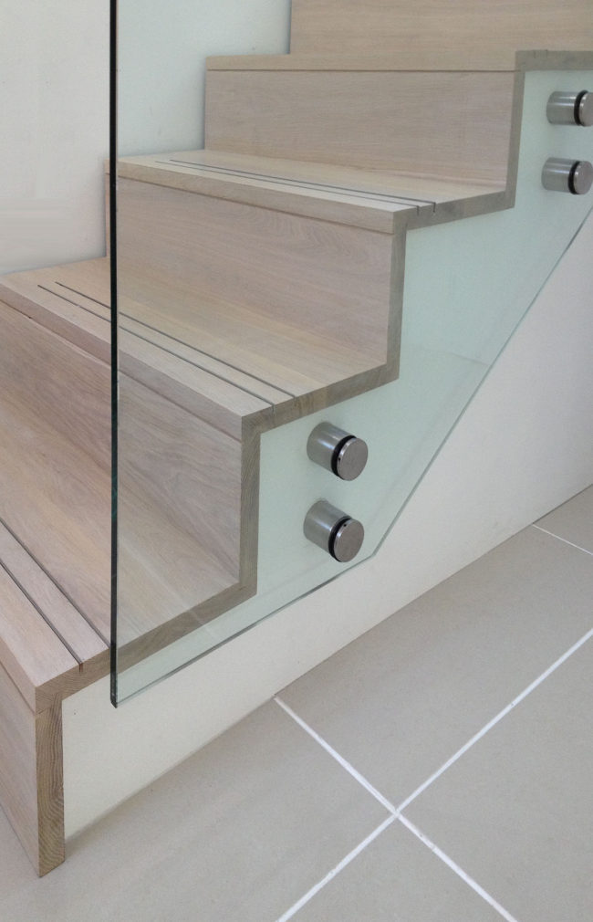 glass staircase guardrail